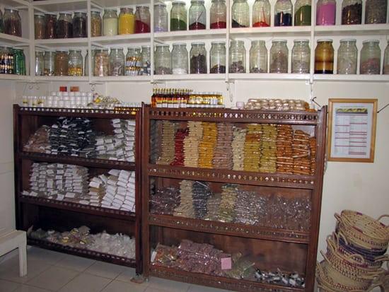 In einer Berberapotheke in Marokko.