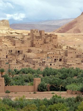 Neben tollen Stränden gibt es in Marokko auch andere Sehenswürdigkeiten, wie z. B. Kashba Ait Ben Haddou.