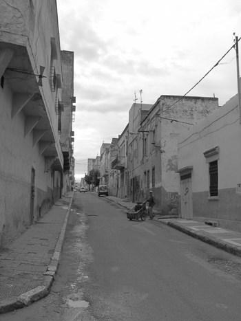 Eine typische Straße in Meknes.