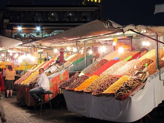 Marokkanische Spezialitäten am Platz Djeemal El Fna.